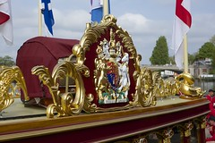 TP2 (EmmaDurnford) Tags: tudorpull 2017 hamptoncourtplace molesey teddington riverthames watermen annual rowing event palaces stela watermanscompany gloriana thamestraditionalrowingcompany flags pennants royalarms henryv111 king tudors livery boats vessels teams