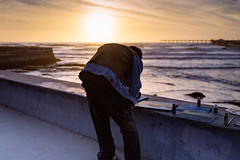 Painter by the pier (ELMUNDOPORMISOJOS) Tags: nikond600 sandiego oceanbeach california streetphotography sunset