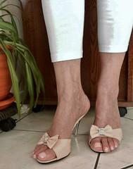 Rongxiner mule 04 (lola itchiludo heels) Tags: chaussure scarpe feet feets fetish foot heels high mule mules pie pied pieds pies sandali sandalias sandal sandale shoeplay shoes stiletto tacone tacones talon zapato zapatos toes sandaletten fuss footfetish chaussures toenails fetichisme