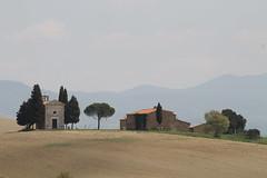 IMG_7533 (Stefano Palma) Tags: valdorcia sanqiricodorcia cappelladellamadonadivitaleta madonnadivitaleta toscana tuscany cipresso cypresses church cappella