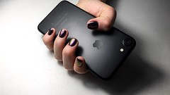 black nails 7 iphone (Photo: icherkasoff on Flickr)