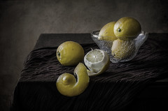 In yellow... (JACRIS08) Tags: amarillo yellow limones lemons stilllife