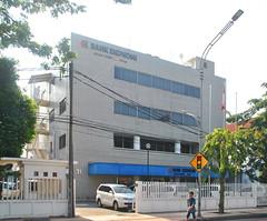 Bank Ekonomi Darmo (Everyone Sinks Starco (using album)) Tags: surabaya eastjava jawatimur building gedung architecture arsitektur kantor office