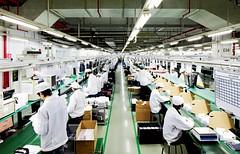 آبل تستثمر مليار دولار في وظائف تصنيعية داخل أمريكا (ahmkbrcom) Tags: الصين الولاياتالمتحدة جورجيا كاليفورنيا