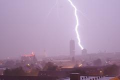 baddabam! (zwarbui mit Zunge raus) Tags: pentax lightning blitz 1450 pentaxm k01