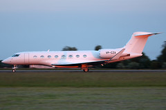 VP-CZA -  Gulfstream Aerospace G650 SUNSET SHOT!! (Craig Stevens.) Tags: sunset sun beautiful beauty sunshine canon airplane eos airport raw aircraft aviation aeroplane sharp biz takeoff 100400mm luton gulfstream ltn 650d g650 eggwltn