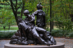 Women's Vietnam Memorial (Bernai Velarde-Light Seeker) Tags: usa canon dc washington memorial vietnam wormen eos50d bernaivelarde