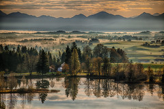 Early Morning (Achim Thomae) Tags: autumn fall germany landscape bayern deutschland bavaria europa europe nebel herbst landschaft morgens herbstnebel thomae achimthomae canoneos5dmarkii nebellandschaft canoneos5dmkii gettyimagesartist canoneosmk2 schweigsee