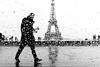 Man in the rain in front of Eiffel Tower, Paris (Photos-Change-The-World) Tags: leica people blackandwhite bw white man black paris france rain noir noiretblanc eiffeltower nb toureiffel monochrom blanc personne laurent homme scheinfeld goldenart leicamonochrom laurentscheinfeld