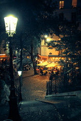 Montmartre by Night (Chauxe) Tags: street paris france caf night canon place montmartre streetphoto nuit canoneos franais l