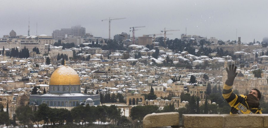 Вид на заснеженный Старый Город с Масличной горы. Фото: Уриэль Синай, Getty Images