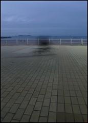 ombre sur la promenade Dinard (Au pays du Milieu) Tags: blue sea mer france pool swimming coast seaside still bretagne côte resort calme piscine dinard citée bretonne britttany balnéraire