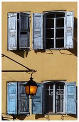 La maison aux volets bleus - The house with blue shutters (diaph76) Tags: france extérieur maisons houses murs walls fenêtres windows volets shutters bleu blue lanterne hauteloire puyenvelay façade