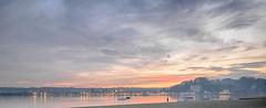 Ciel de feu sur le Lac Majeur (Livith Muse) Tags: lac bateau nuage lacmajeur lagomaggiore angera lombardia italie ita mirrorless μ43 micro43 lumixgvario714f40 panasonic714mmf40 panasonic lumix gx7 14mm cloud eau water