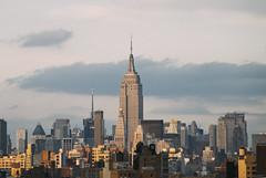 Nueva York Skyline (Alberto Sen (www.albertosen.es)) Tags: manhattan newyork nueva york nuevayork skyline rascacielos skyscrapper empirestate albertosen sunset atardecer brooklynbridge puentebrooklyn freelance travel viaje buildings windows ventanas