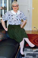 Ingrid023988 (ingrid_bach61) Tags: pleatedskirt faltenrock buttons knöpfe blouse bluse peterpancollar bubikragen mature