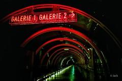 (Jack_from_Paris) Tags: l1010812 leica m type 240 10770 leicasuperelmarm13421mmasph 21mm 11145 dng mode lightroom capture nx2 rangefinder télémétrique bw noiretblanc monochrom wide angle colors couleurs paris street 75rouge red lines lignes galerie beaubourg centre pompidou