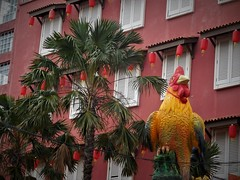 Year of the Rooster (SM Tham) Tags: asia southeastasia malaysia malacca melaka unescoworldheritagesite jonkerstreet hangjebatstreet yearoftherooster chinesezodiac chicken statue building facade windows shutters palms trees lanterns outdoors