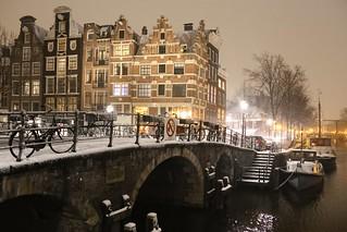 The slippery white lekkeresluis bridge in Amsterdam