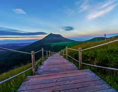 puy de Dôme (khan.Nirrep.Photo) Tags: volcan sunrise nature auvergne beauté smileonsaturday seasonsbeauty flickrone superbe
