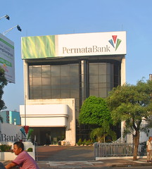 Bank Permata Tunjungan 52 (Everyone Sinks Starco (using album)) Tags: surabaya eastjava jawatimur building gedung architecture arsitektur kantor office