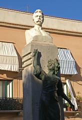 Trapani, Piazza Iolanda, Denkmal für Gaspare d'Urso (HEN-Magonza) Tags: trapani sizilien sicily sicilia italien italia italy