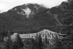 DSC01899.omi (nordamerica1) Tags: 2017 april spring pacific northwest nw black white b w bw oregon columbia river gorge mountains fog low cloudss bridge gods highway hwy 14