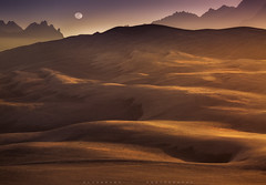 Sparkle (dr.mmm11) Tags: sands dunes moon canon magic light saudi arabia