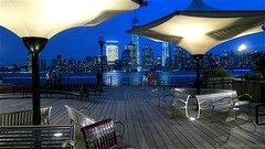 Jersey City - J. Owen Grundy Park - Blick auf Manhattan (CHWVB) Tags: new york city jersey usa manhattan skyline downtown blue one world trade center owen grundy park