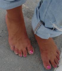 Noemi 15 (J.Saenz) Tags: feet foot pies fetichismo barefoot descalza pantalones trausers vaqueros jeans tejanos denim lewis bluejeans podolatras pieds mujer woman dedo toe pedicure nail uña polish esmalte pintada toenail
