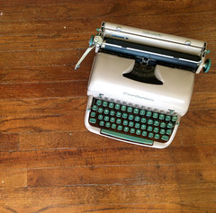 Remington Quiet Riter (cjtypewriters) Tags: brown green typewriter portable quiet writer remington riter