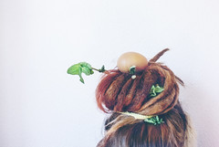 nido de ideas (esther kiras) Tags: selfportrait dreadlocks canon hair idea ginger nest egg autorretrato nido huevo pelirroja meant pelo rastas menta 400d