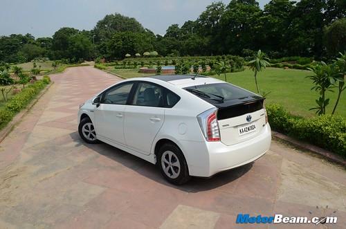 2013-Toyota-Prius-23