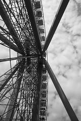 Ferris wheel (jepoirrier) Tags: bw white black ferriswheel bigwheel walibi sooc