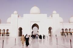 Sheikh Zayed Grand Mosque, Abu Dhabi -     (mysa kh) Tags: light architecture walking muslim islam uae middleeast courtyard mosque emirates zayed arab dome abaya sheikh masjid islamic mughal saracenic jami3 vision:text=0606 vision:outdoor=0875 vision:sky=0545