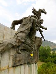 Standbeeld onderweg