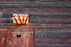 Un amour de chalet. Valais suisse. (jjcordier) Tags: valais suisse chalet porte bois