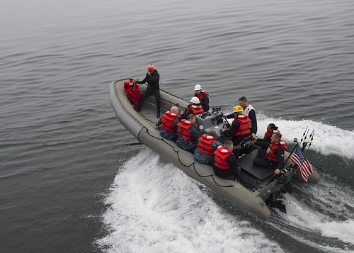 usspinckney ddg91 arleighburkeclass nimitzstrikegroup rhib rigidhullinflatableboat
