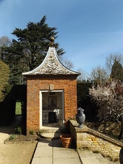 Gazebo I, Hidcote Manor Garden, Gloucestershire, 3 April 2017 (AndrewDixon2812) Tags: hidcote manor garden nationaltrust cotswold cotswolds chipping campden gloucestershire gazebo lawrence johnston steps