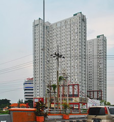 Gunawangsa MERR (Everyone Sinks Starco (using album)) Tags: surabaya eastjava jawatimur building gedung arsitektur architecture hotel apartemen apartment