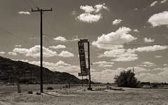 a stop on Route 66 (Guillaume DELEBARRE (Guigui-Lille)) Tags: motel bagdadcafé california californie desert désert clouds route66 america usa canon 6d tamron2470f28 vintage mood ambiance atmosphere decay