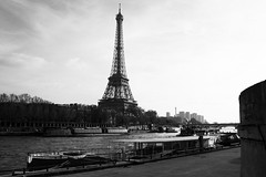 IMG_0882-rth-N&B (micter59) Tags: tour eiffel péniche seine nb paris