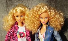 Curly girls (Deejay Bafaroy) Tags: barbie doll dolls puppe puppen mattel fashionistas blonde blond 14 powderpink pink rosa blue blau stripes streifen striped gestreift denim basics jeans collection portrait porträt steffiefacesculpt madetomove mtm steffieface