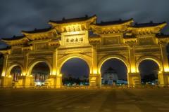 台湾 台北 Architecture Built Structure Building Exterior EyeEmNewHere Night Lights Taiwan Taipei The City Light Lieblingsteil at Liberty Square Archway (自由廣場牌樓) (rapisu) Tags: 台湾 台北 architecture builtstructure buildingexterior eyeemnewhere nightlights taiwan taipei thecitylight lieblingsteil