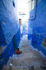 Surrounded by blue walls (Kariido85) Tags: chaouen chefchaouen morocco marokko marruecos afrika africa blue walls street urban kid stairs