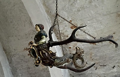 another leuchterweibchen at Bunratty Castle, Ireland (Églantine) Tags: leuchterweibchen oftenusedaschandeliers iwasquitetakenbytheseflamboyantfemalefigures bunrattycastle coclare ireland irlande antlers strange artifact