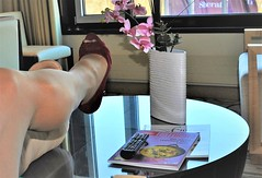waiting to go out for dinner (cast'n_heels) Tags: plastercast platform piedoplatre gipsbein slwc gehgips heel gesso legs highheel tights nylon