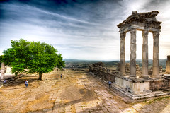 Pergamon, Turkey (Nejdet Duzen) Tags: travel history turkey trkiye ruin izmir harabe pergamon pergamum bergama turkei seyahat ancientcity templeoftrajan tarih akropol antikkent trajantapna