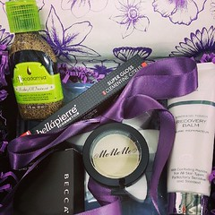 #glossybox #beauty #makeup #skincare #mememe #becca #monu #bellapierre #supergloss #glossy #macadamia #hair #  Glossy Box tests et avis sur la box (passionthe) Tags: test paris les french la commerce box femme glossy beaut gift instant sa bonne discovery plaisir hommes femmes avis cadeau coffret choisir toutes glossybox cosmetique echantillons