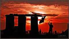 skypark singapore (amitshahc) Tags: sunset kite marina evening singapore orangesky barrage darksky skypark marinabaysands
